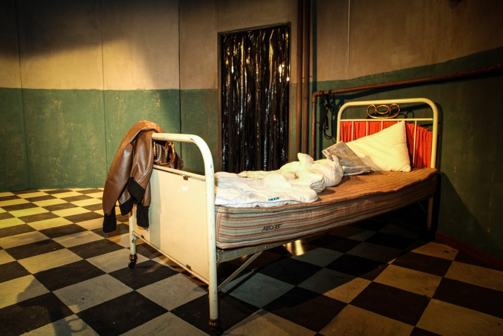 """Set and costume design for the play """"The Dumb Waiter"""" by Harold Pinter - Ivan Ivanov"""
